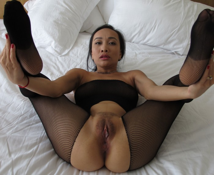Thai Woman spreading legs and pussy wide Gallery - Nude Photos